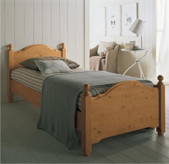 Letti classici in legno massello erika di scandola mobili - Colori mobili legno ...