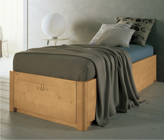 Camere Da Letto Moderne In Legno Massello : Letto sommier in legno massello letti classici scandola
