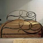 letto anticato in ferro nero